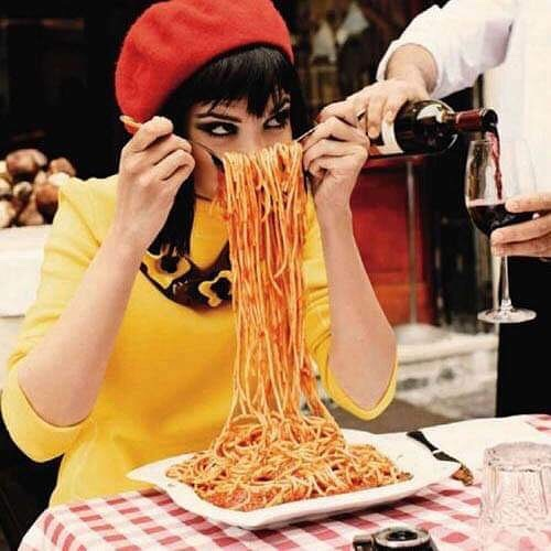 Feeling hungry ? 😜🍝 #italiansdoitbetter #italianstyle #pasta #spaghetti #italy #lunch