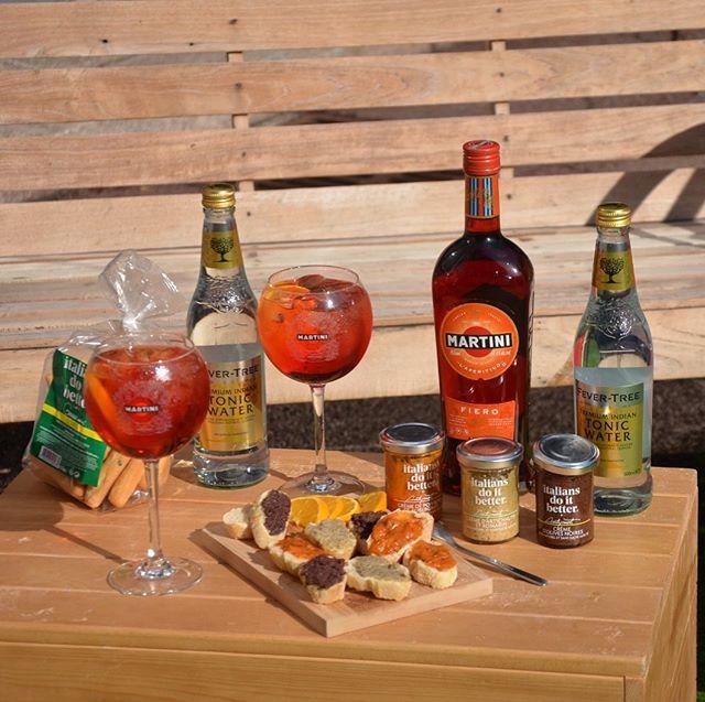 ITALIANS DO IT BETTER ❤️ MARTINI FIERO #fierofriday  Jeu concours 🎁 #fierofriday.  Aujourd'hui, on vous fait remporter 10 kits aperitivo de folie en partenariat avec @martini_france 🤞🏻 Pour tenter votre chance :  1 - Abonnez-vous au compte @italiansdoit.better et @martini_france  2 - Likez la photo  3 - Mentionnez vos 2 ami(e)s avec qui vous aimeriez partager cet aperitivo 100% italiano 🇮🇹 4 - Doublez vos chances en partageant ce jeu concours en story  Bonne chance 🍀  Tirage au sort : Lundi 14 Octobre  #concours #gift #aperitivo #italianfood #italiandrink #fierofriday #italiansdoitbetter