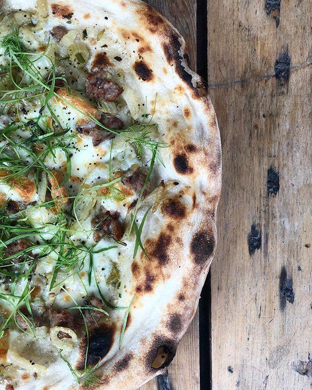 THE GODFATHER - Garlic Butter, Fennel, Mozzarella, Sicilian Sausage, Pecorino Cheese 😎#doughandoil #sourdoughpizza