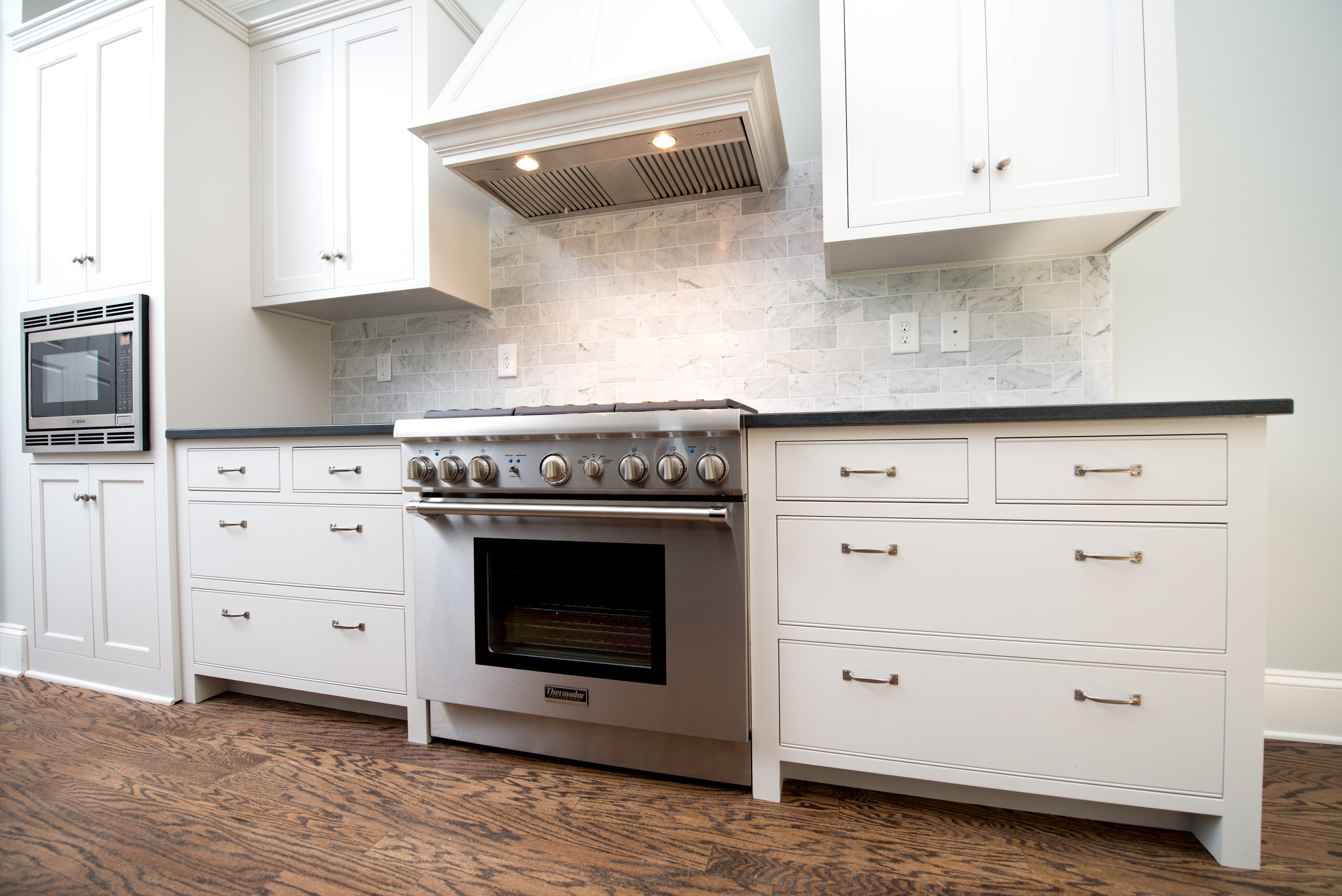 824 Kitchen 2.jpg
