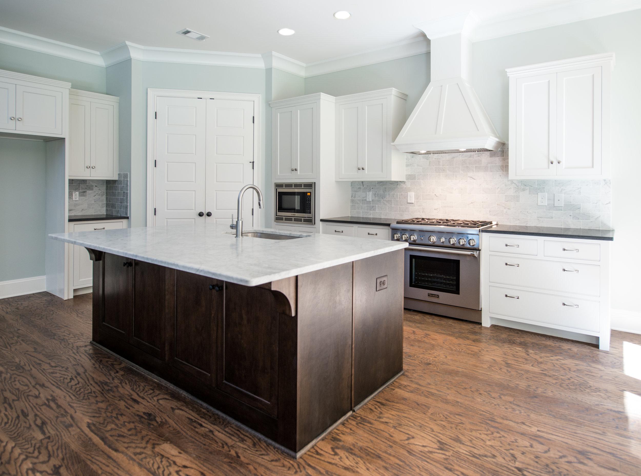 824 Kitchen 1.jpg