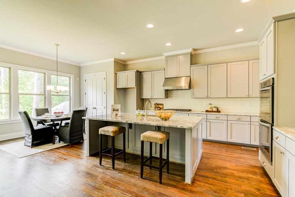 1387 Kitchen.jpg