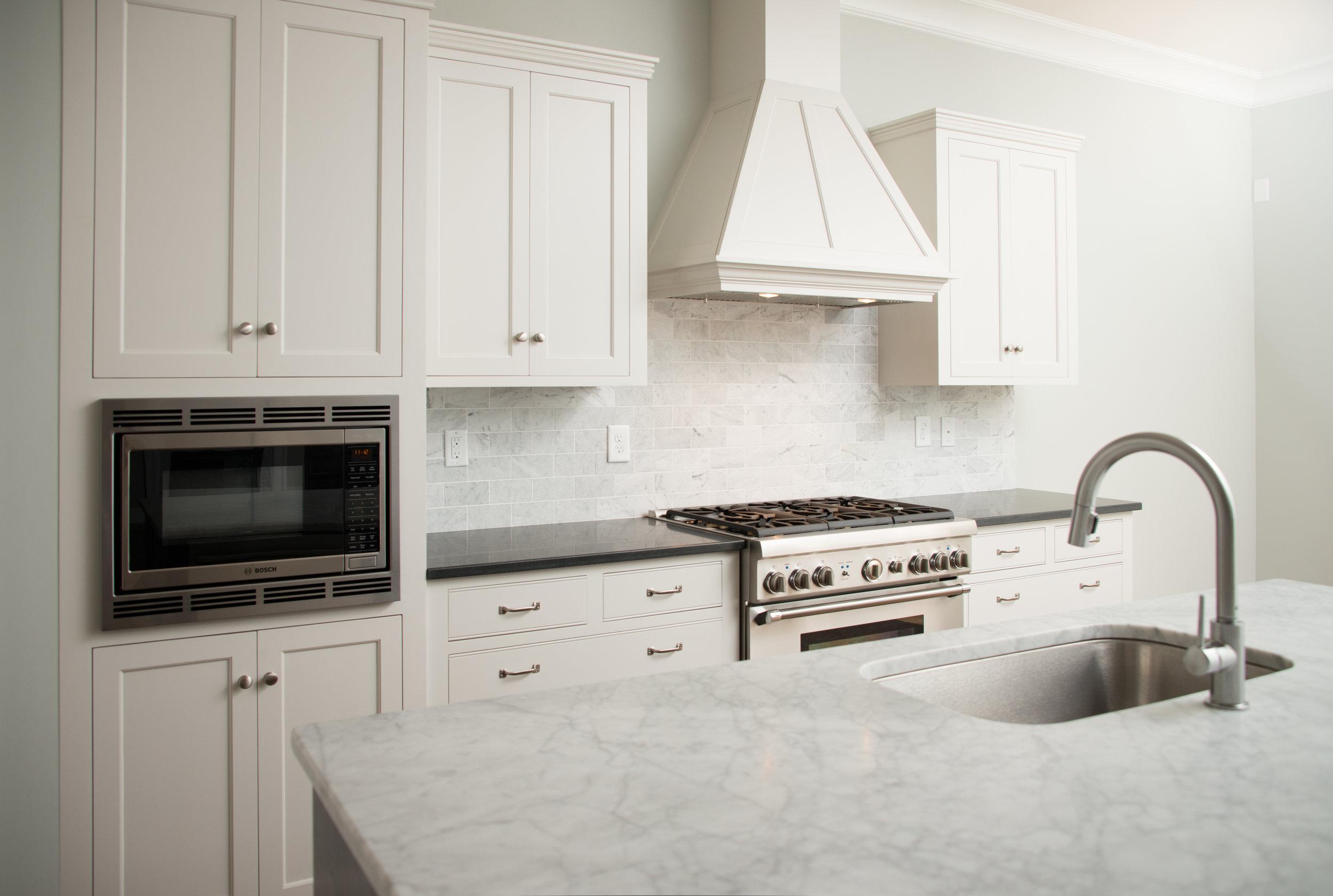 824 Kitchen 3.jpg