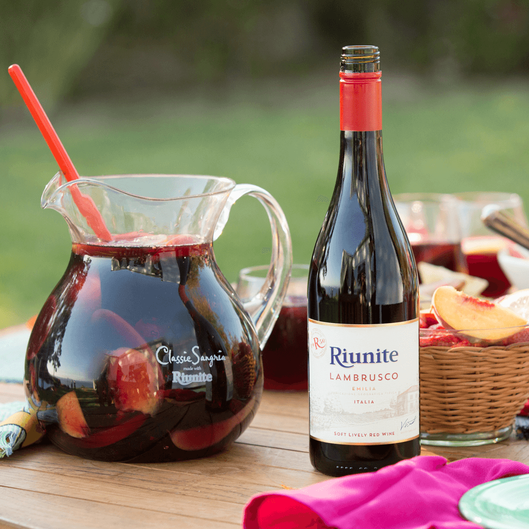 Riunite - CopywritingI worked with agency Grow Creative on this account for Riunite, Italy's largest wine export. Riunite is known for its inexpensive Lambrusco wines and memorable '70s jingle.
