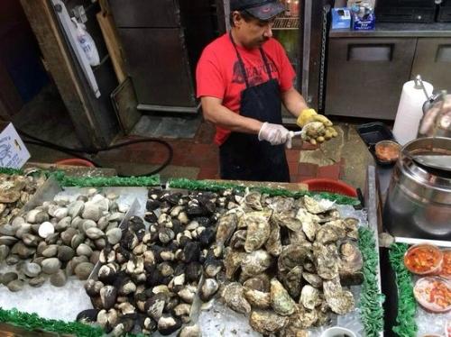 maine-avenue-fish-market_oysters.jpg