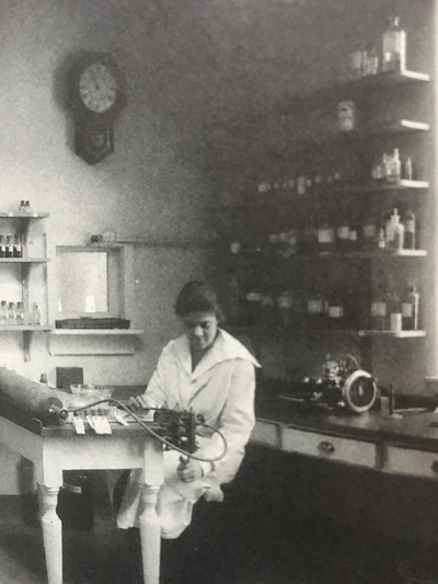 Essie in the lab at Columbia Presbyterian Medical Center.