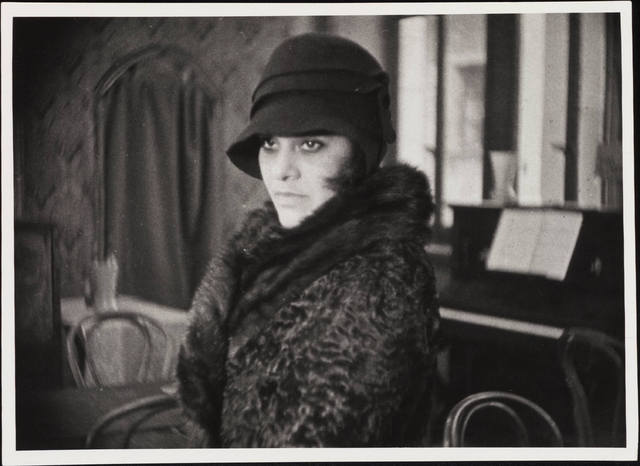 A seriously glamorous profile of Essie in the 1929 film BORDERLINE.