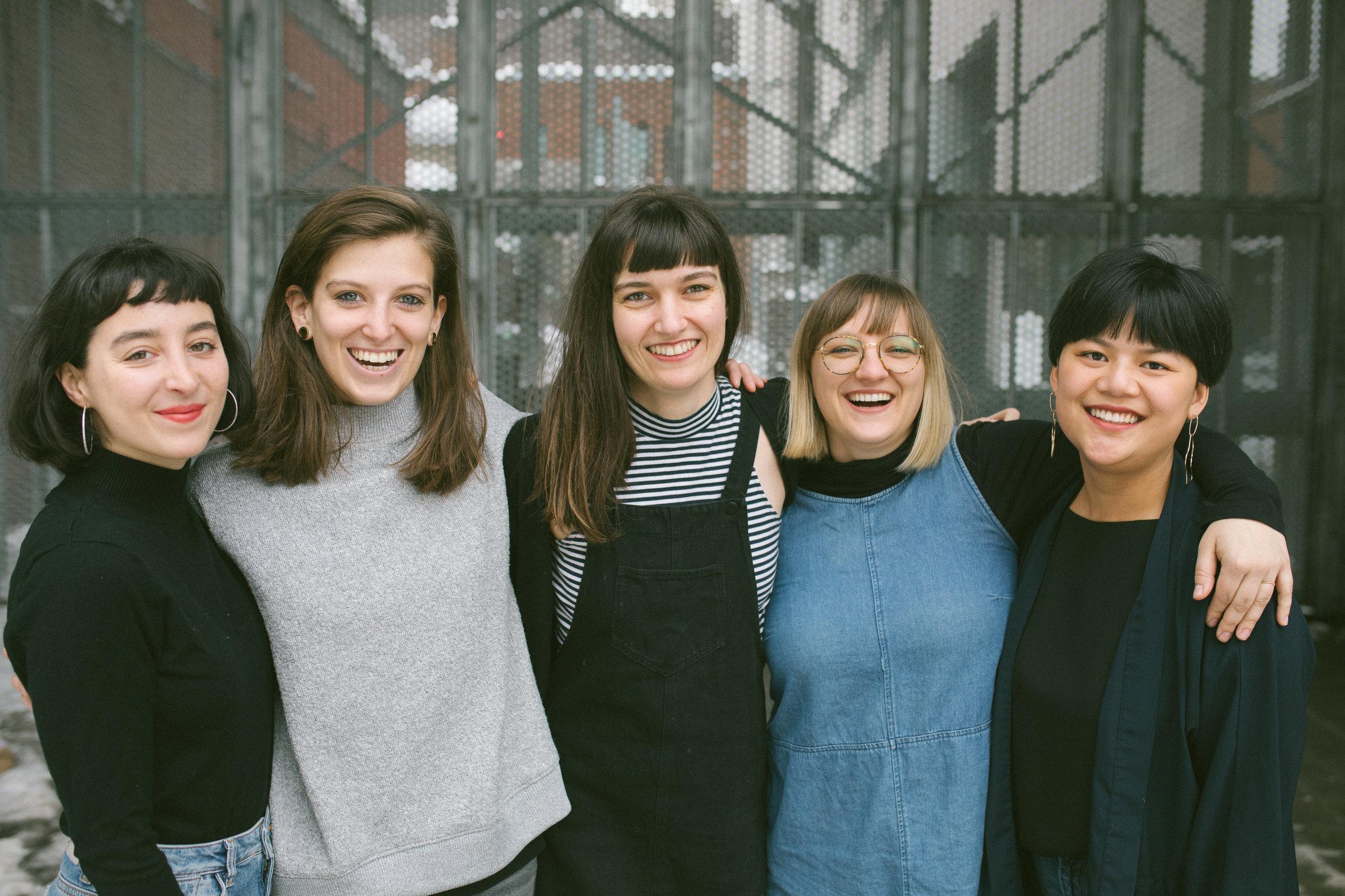 Les Filministes (de gauche à droite) : Maha Farah Elmir, Coppélia La Roche-Francoeur, Soline Asselin, Gabrielle Doré, Anne-Julie Beaudin    CRÉDIT PHOTO : CARMEN RACHITEANU