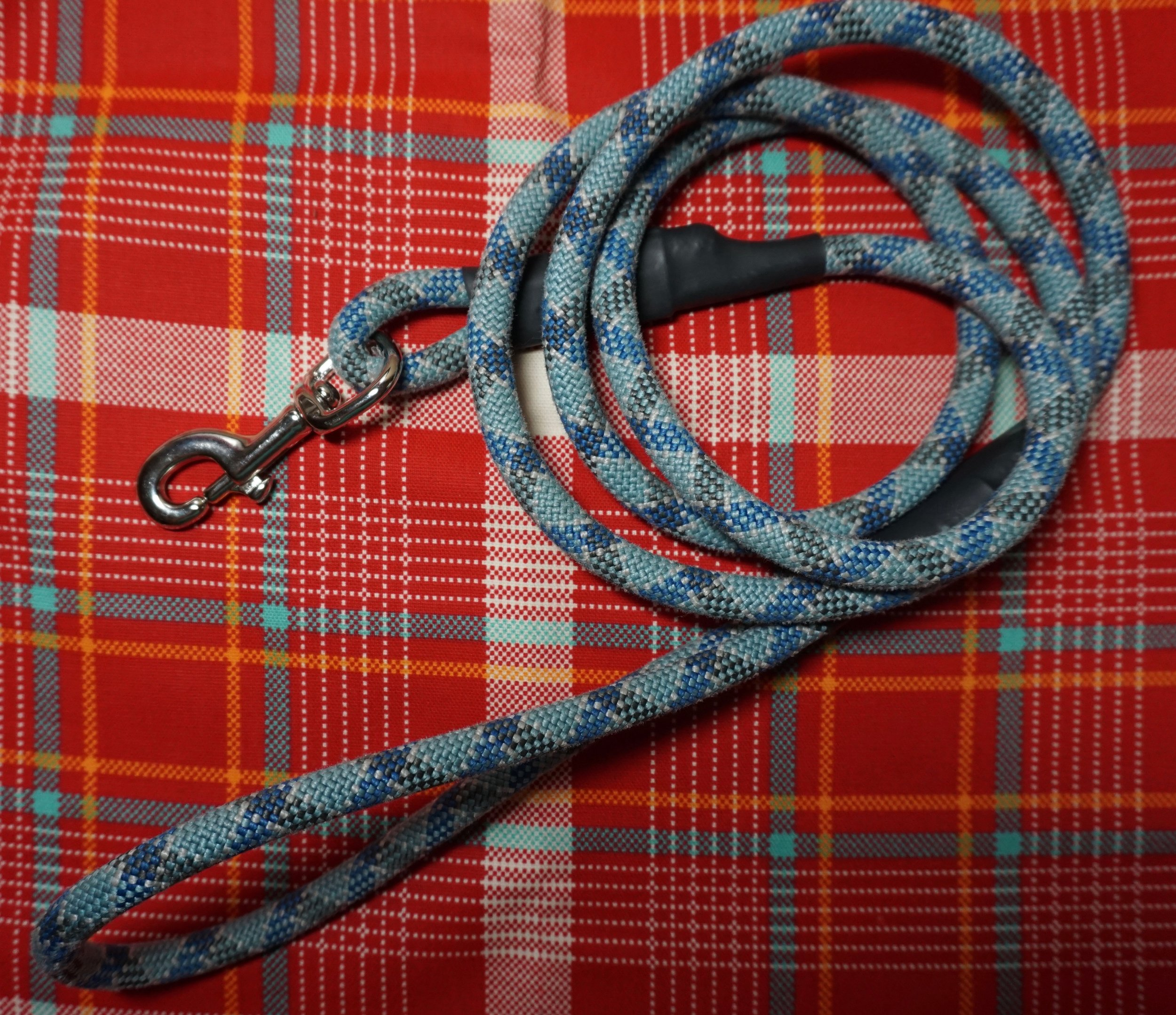 Recycled climbing rope leash.