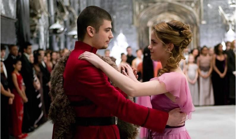 """""""The Yule Ball"""" en Harry Potter y el Cáliz del Fuego . En algunos países de habla inglesa, el Yule se usa como sinónimo de Navidad."""