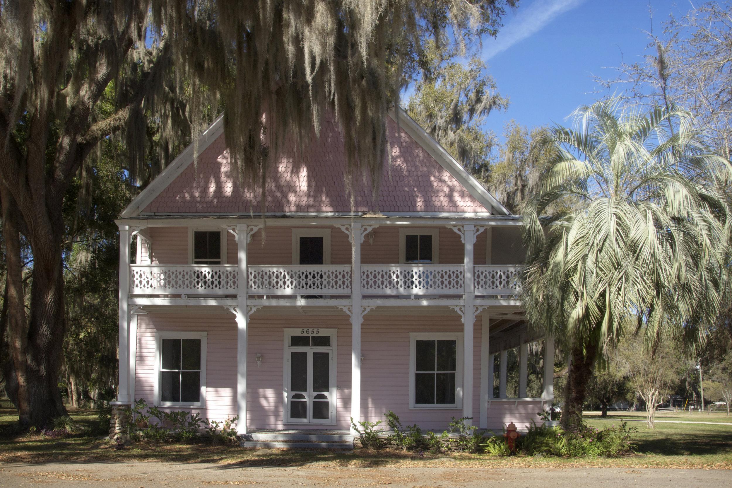 mcintosh florida marion county pink abandoned hotel railroad
