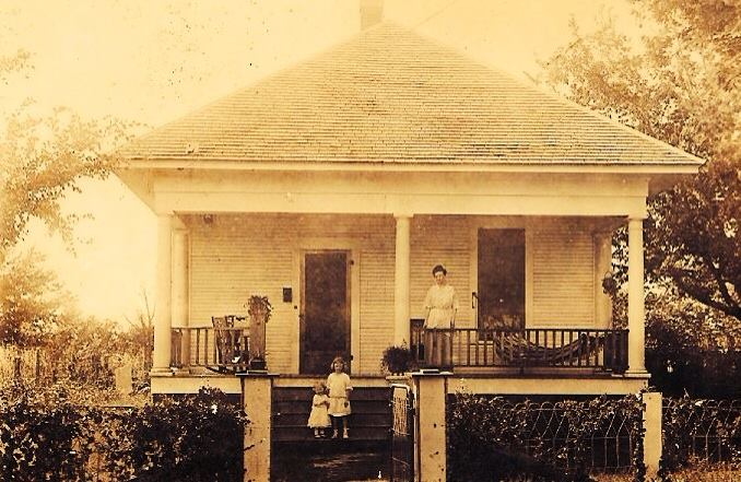 Unknown Family at home in Rodney