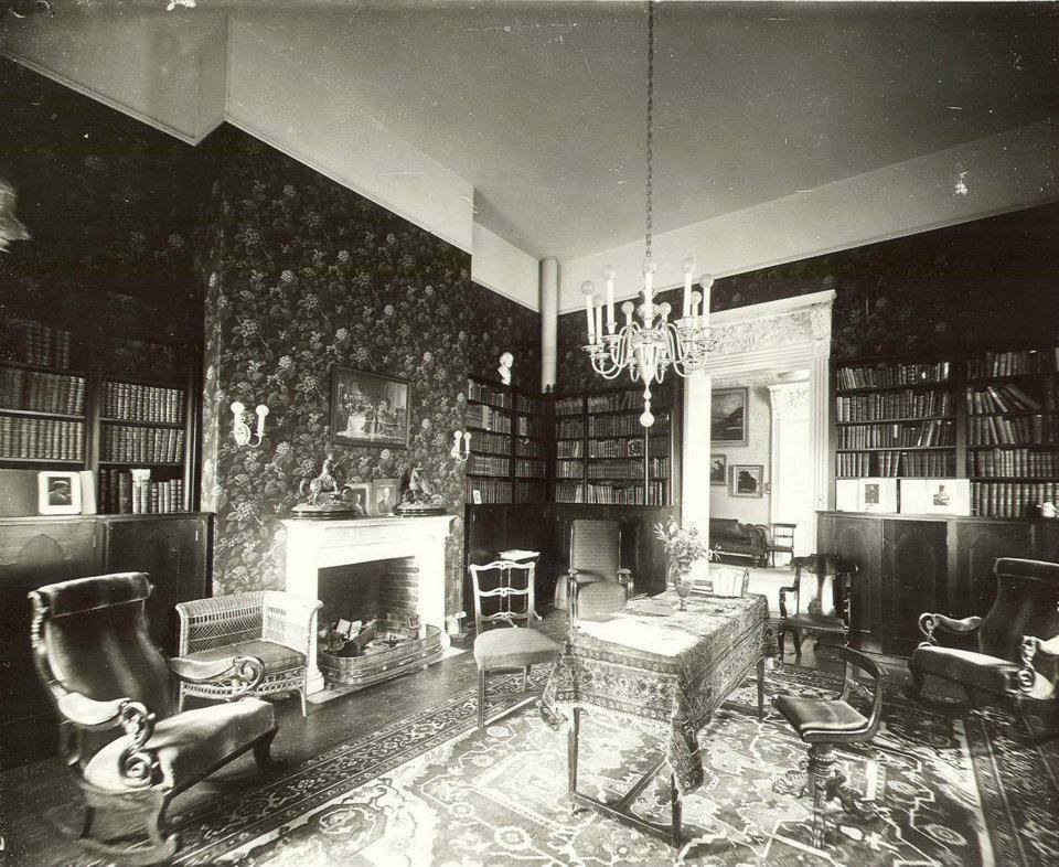 Arlington's Library which, over the years, came to be known as one of the most extensive collections of fine literature thanks to Arlington's many owner-book collectors. At one point, this library reportedly kept many priceless first editions, including Tom Sawyer. Some of the images you see below are of this same room as it looks today.