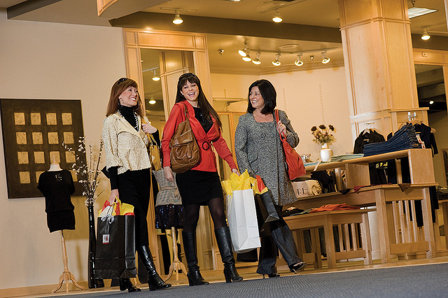 Cute shops and boutiques are located on-site and along Sherman Ave, which runs parallel to the Coeur d'Alene Resort.