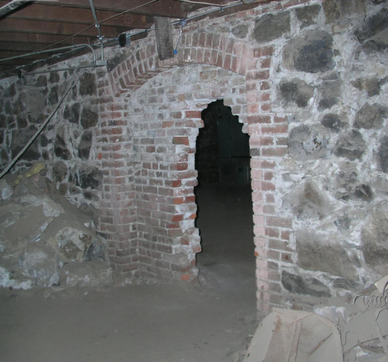 If this once bricked-over passageway beneath our city doesn't give you the creeps, well, I'm not sure what will! Image Courtesy: Cascade Geographical Society
