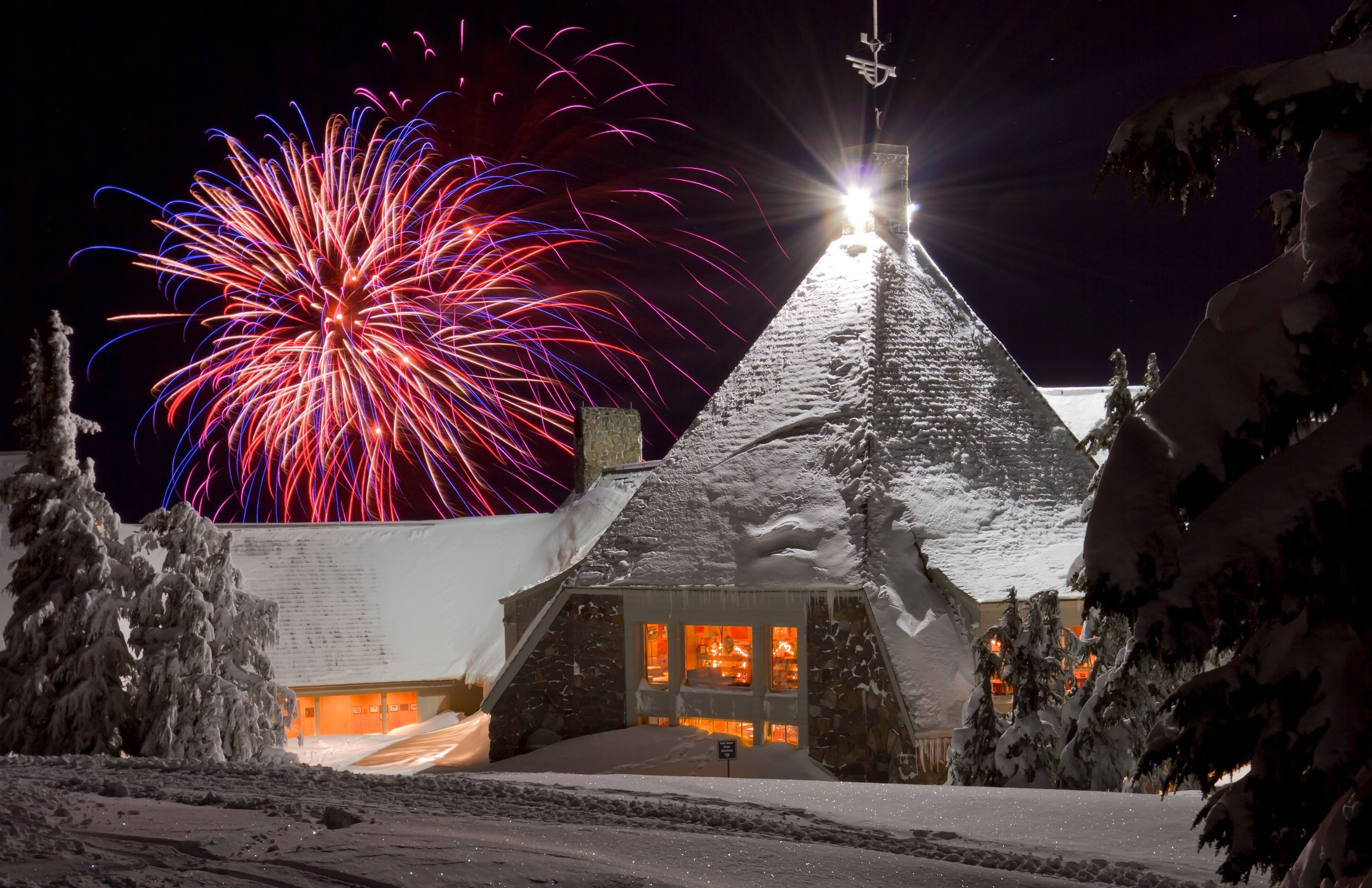 Great snow until midnight, multi-course dining and fireworks…sounds perfect! Image Courtesy: onmounthood.com