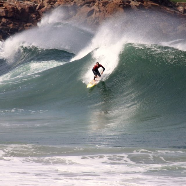The water may be cold, but the surf at Short Sands (and elsewhere around Manzanita) is tremendous. The cold water just means less people in the line-up! Image Courtesy: MagicSeaweed.com