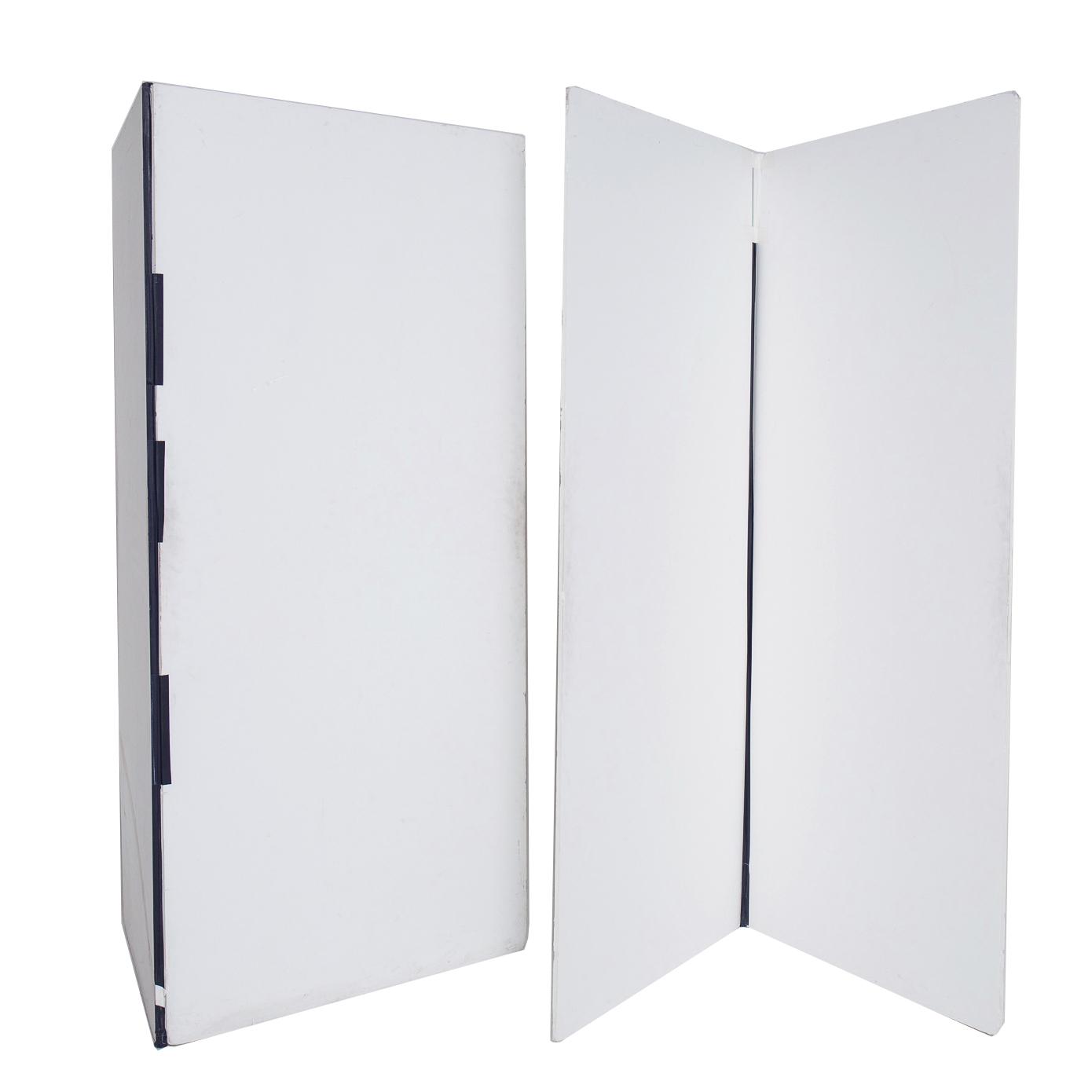 8'x8' White V Cards