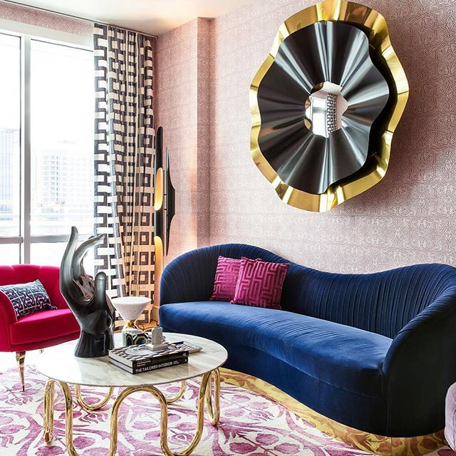 This living room designed by @maureenstevensdesign is sooooo glamorous! I love the curvy sofa, the saturated colors, and that incredible mirror. What a stunning space!  #interiordesign #interiordesigninspiration #interiordesigninspo #interiorinspiration #interiorinspo #design #designinspiration #designinspo #livingroomdesign #livingroominspiration #livingroominspo