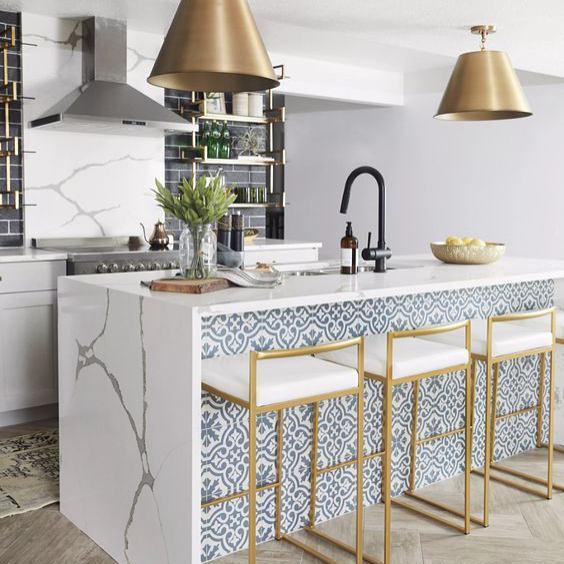 This kitchen designed by @andreawestdesign is stunning! I love the matching marble on the island and behind the stove. And I love the graphic tile on the island. And I love the floors. And pretty much every detail of this kitchen. Such a great space!  #interiordesign #interiordesigninspiration #interiordesigninspo #interiorinspiration #interiorinspo #design #designinspiration #designinspo #kitchendesign #kitcheninspiration #kitcheninspo #kitchensofinstagram #kitchensofinsta
