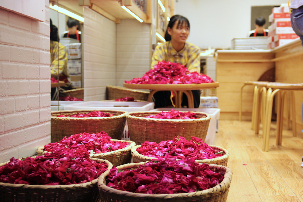 Food made from  rose petals  are common in Yunnan