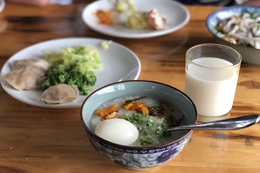 A home-style xifan breakfast on a rainy day
