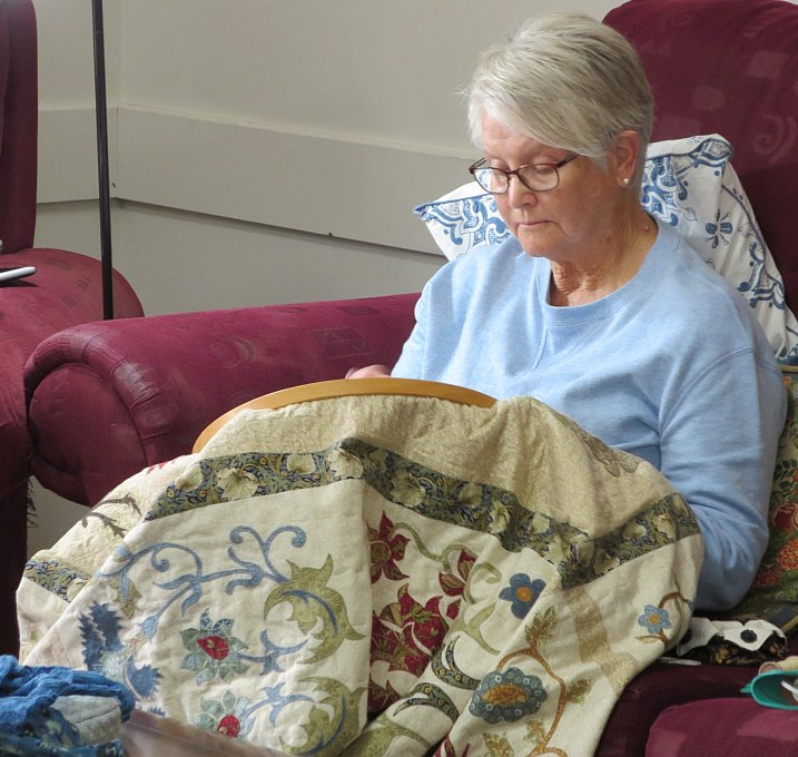 Lois hand quilting