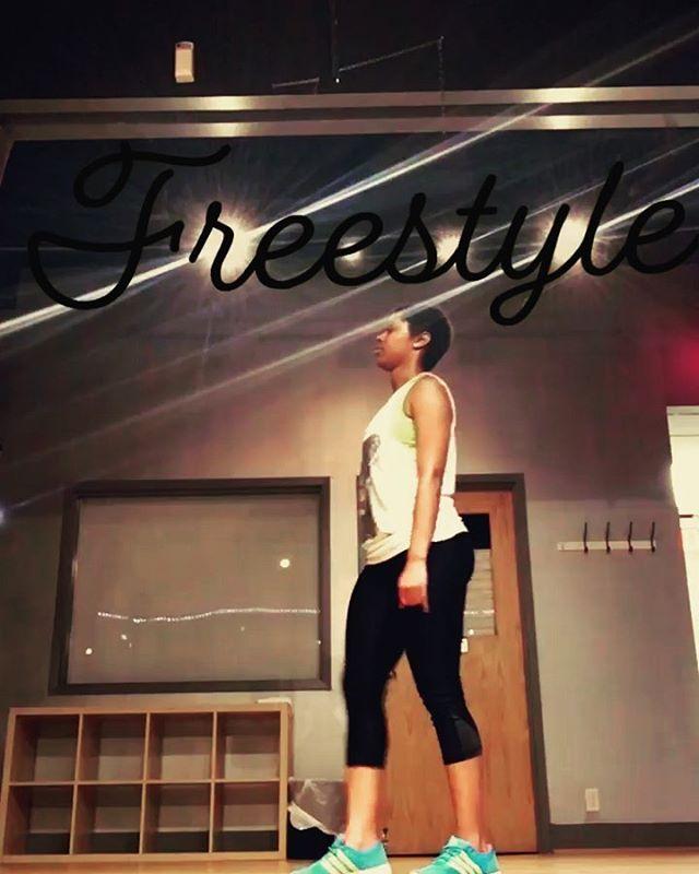 Freestyle before class. 💃🏽 #Dance #Freestyle #DCArtist #ArtWithAPassion #6lack #JessieReyes #Imported #OneShotShawty #Confidence