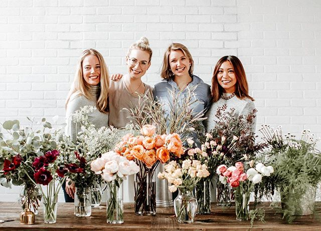 Throwing it back to this fun day when Angela Woodard shared her magic with @briecross, @rsurat and I and taught us how to arrange a centerpiece!. . . . . #florals #floralshoot #seattleflorals #bts #behindthescenes #floralphotography #thatpacificnorthwestlife #pacificnorthwest #pnwonderland #pnwphotographer #livewashington #washingtonexplored #seattlephotographer #seattleevents #seattleeventspace #seattle #seattlephotography #lifestylephotography #seattlelifestyle #seattlecreative #seattlelifestylephotography #artist #seattleartist