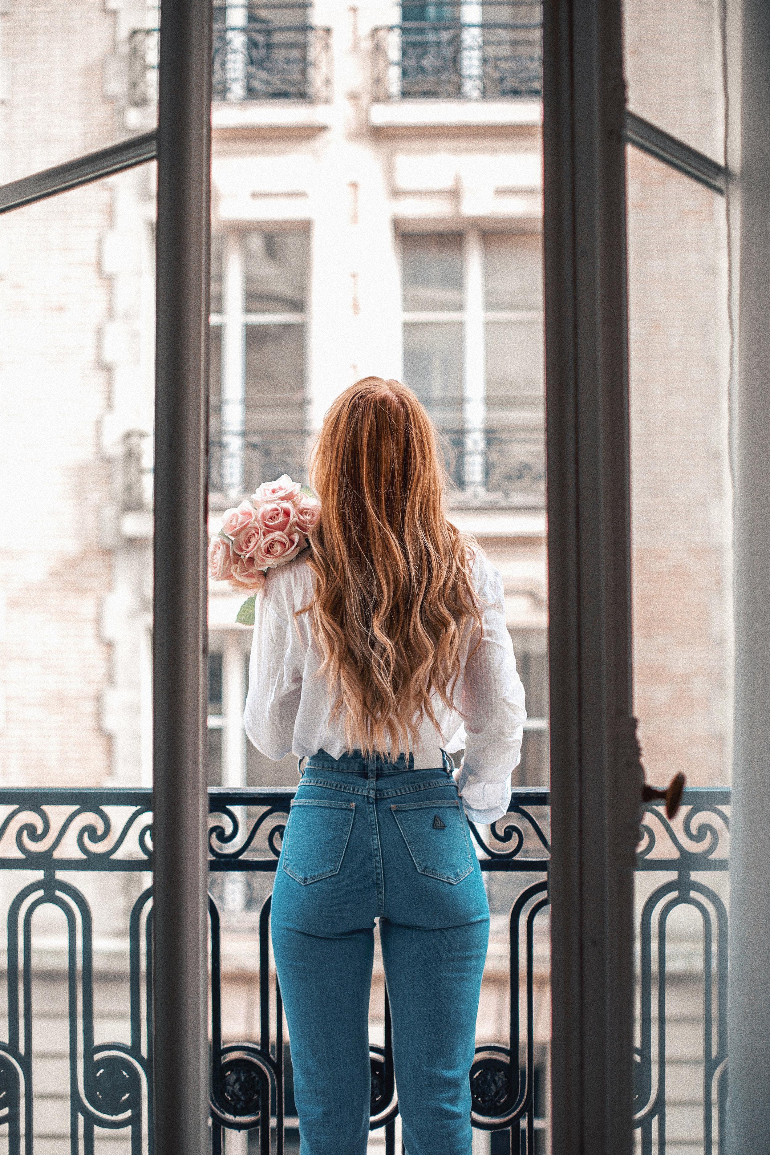 lion-in-the-wild_paris-hotel-balcony-romance-pink-roses_2.jpg