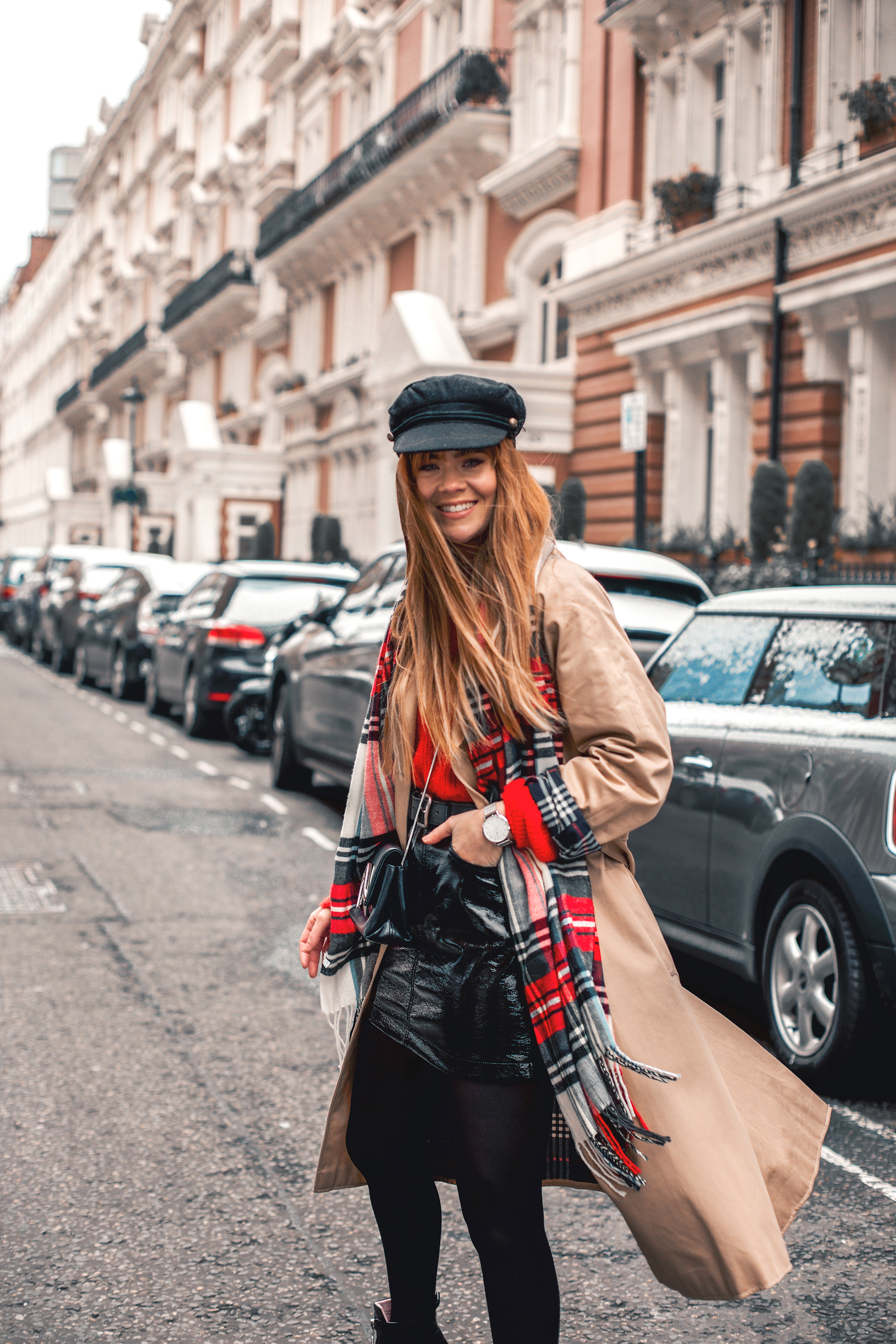 london-street-style-trench-coat-red-plaid_1.jpg