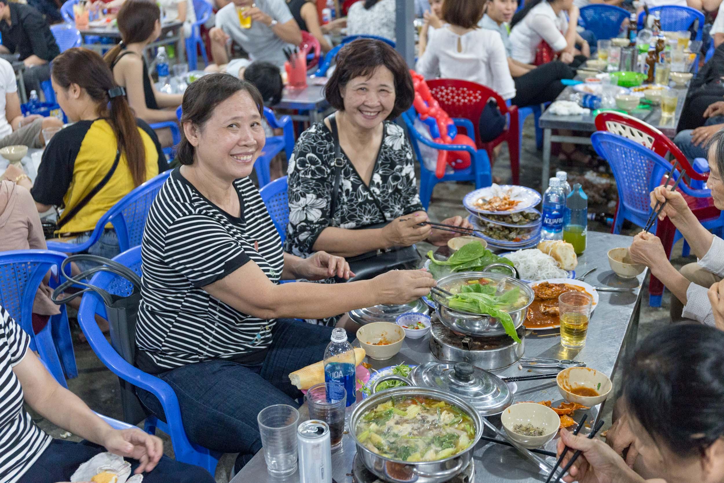 Hải sản Bà Rô, Best Seafood in Da Nang, Vietnam.