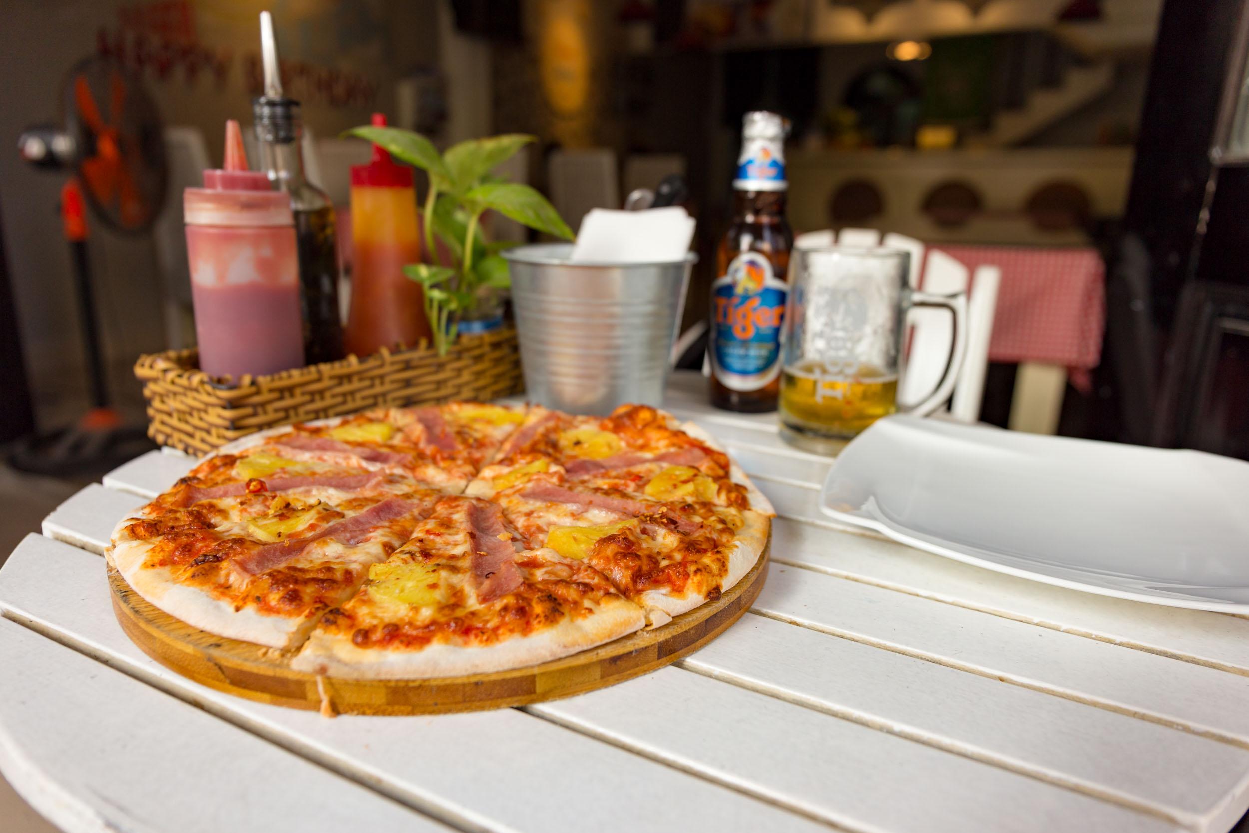Hawaiian Pizza at Da Vinci's Da Nang.