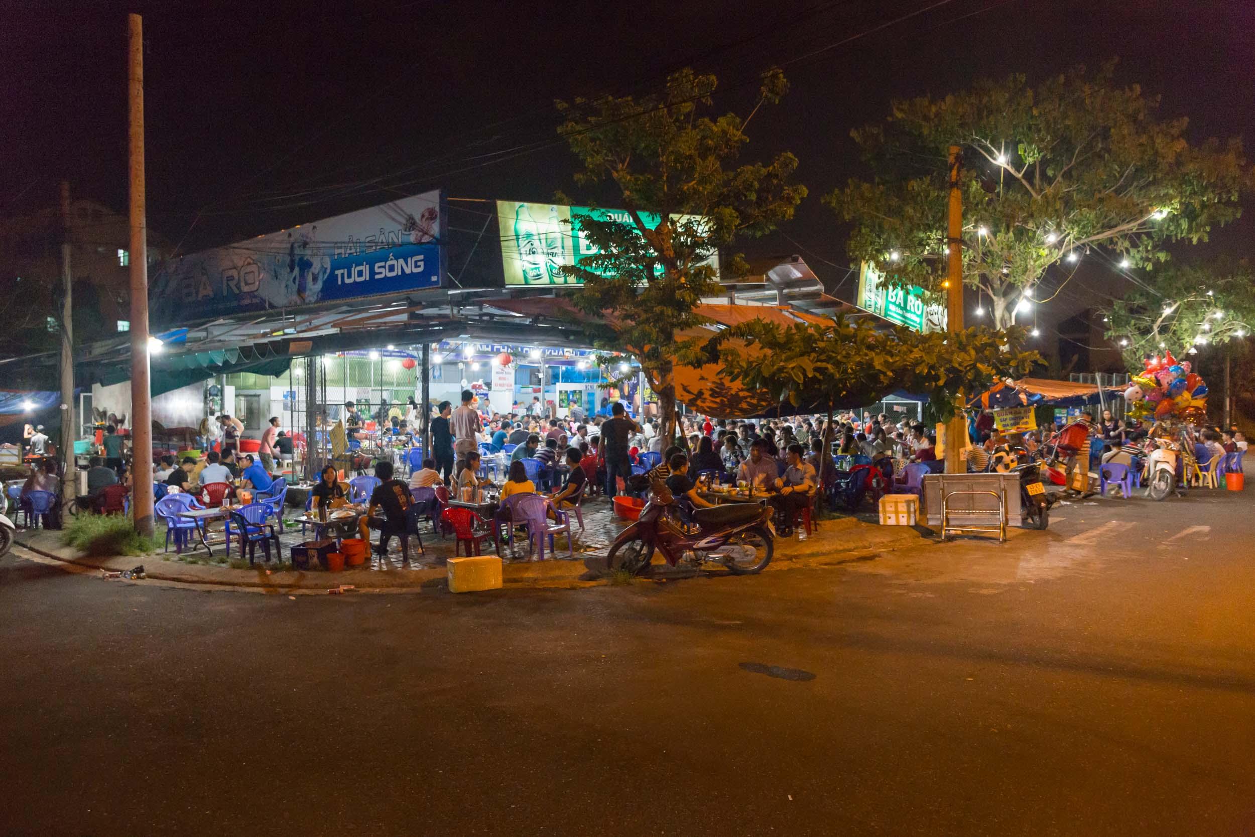 Hải sản Bà Rô, Best Seafood Restaurant Da Nang, Vietnam.