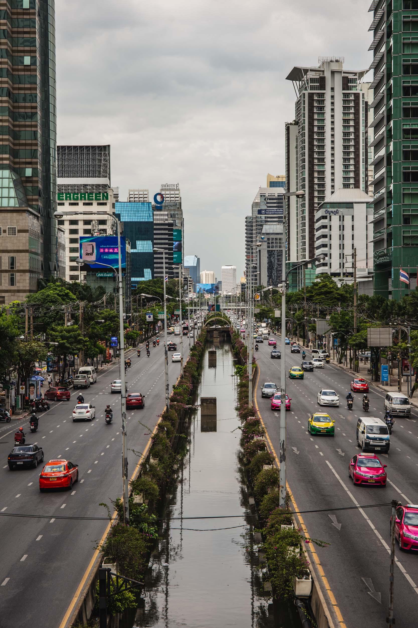 Bangkok highway during day.