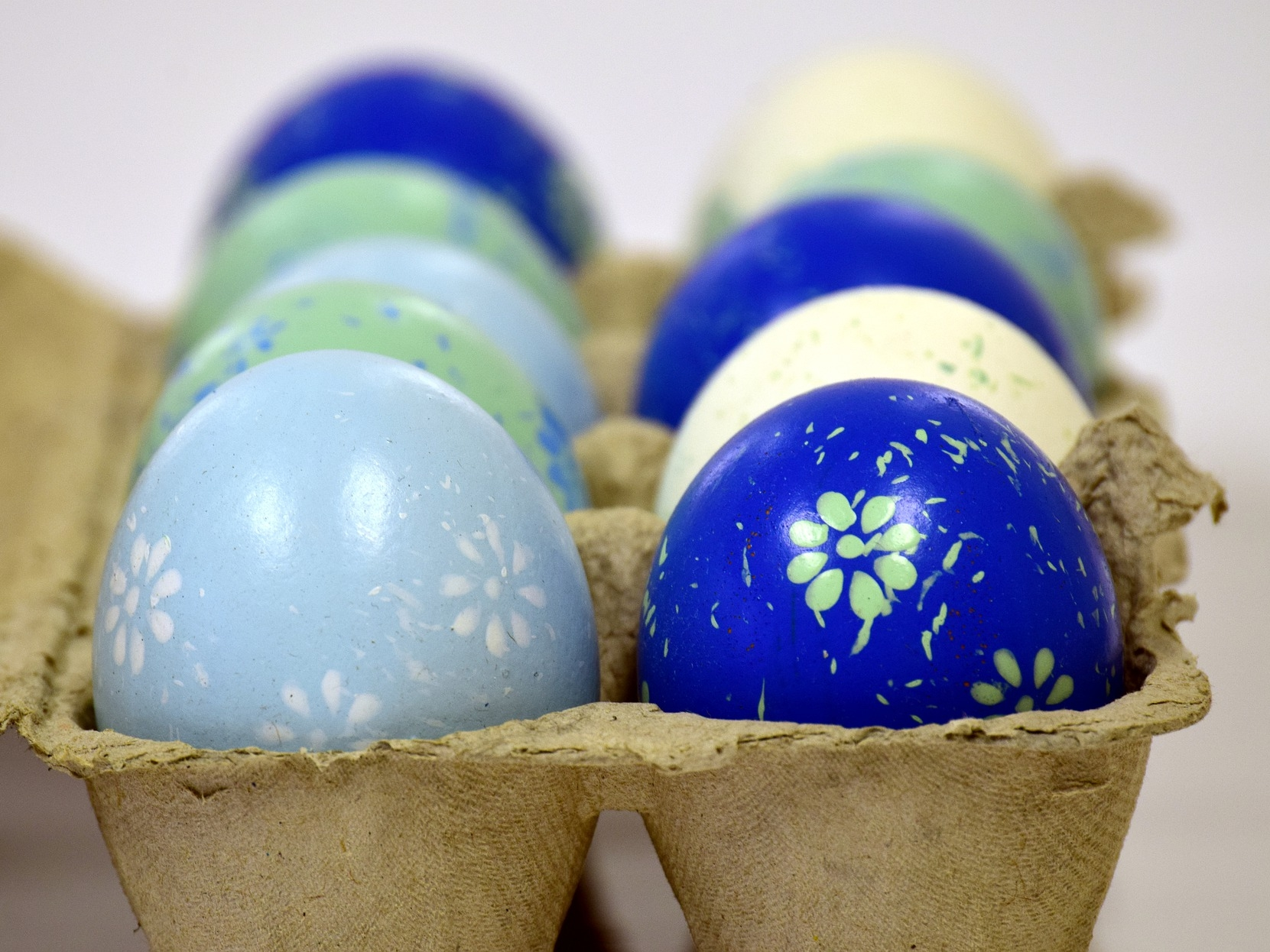 easter-eggs-3068111_1920.jpg