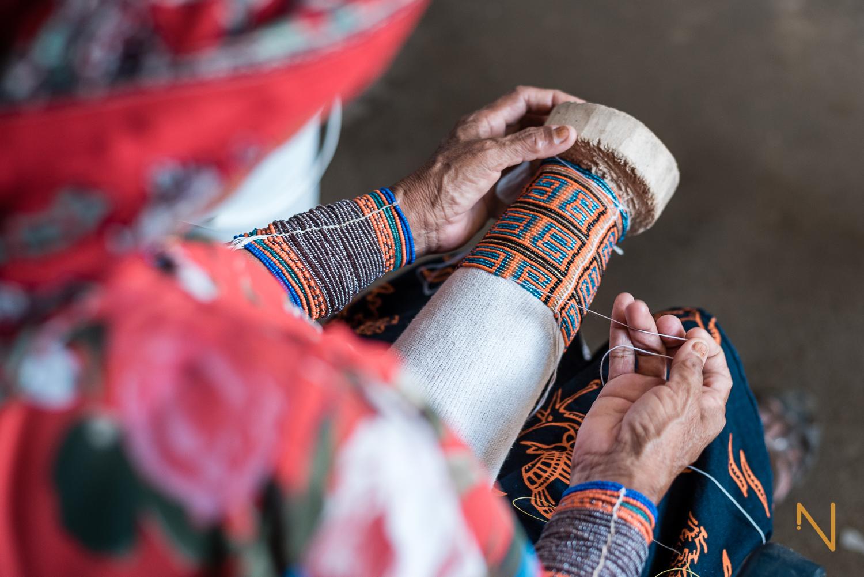 NUESTRA VISIÓN - Mezclando arte y fotoperiodismo, Proyecto NATIVO recopila historias de las comunidades indígenas que habitan en Panamá. Con la combinación de fotografía, video-documental y narración de anécdotas, NATIVO da un paso crucial hacia una mejor comprensión de sus culturas y la forma en la que son desafiadas por la cultura occidental.