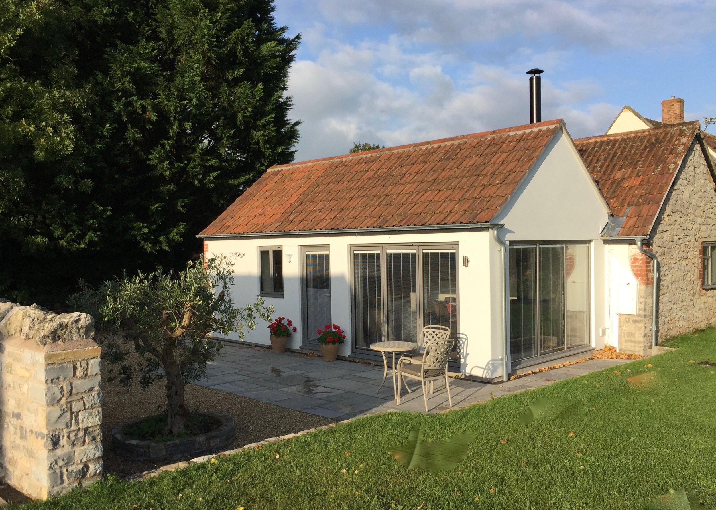 SWALLOW'S REST - SLEEPS UP TO 3  Features: One twin/double bed plus a comfortable sofa beds, outside seating area, kitchen, wc/shower room, log burner, wi-fi.