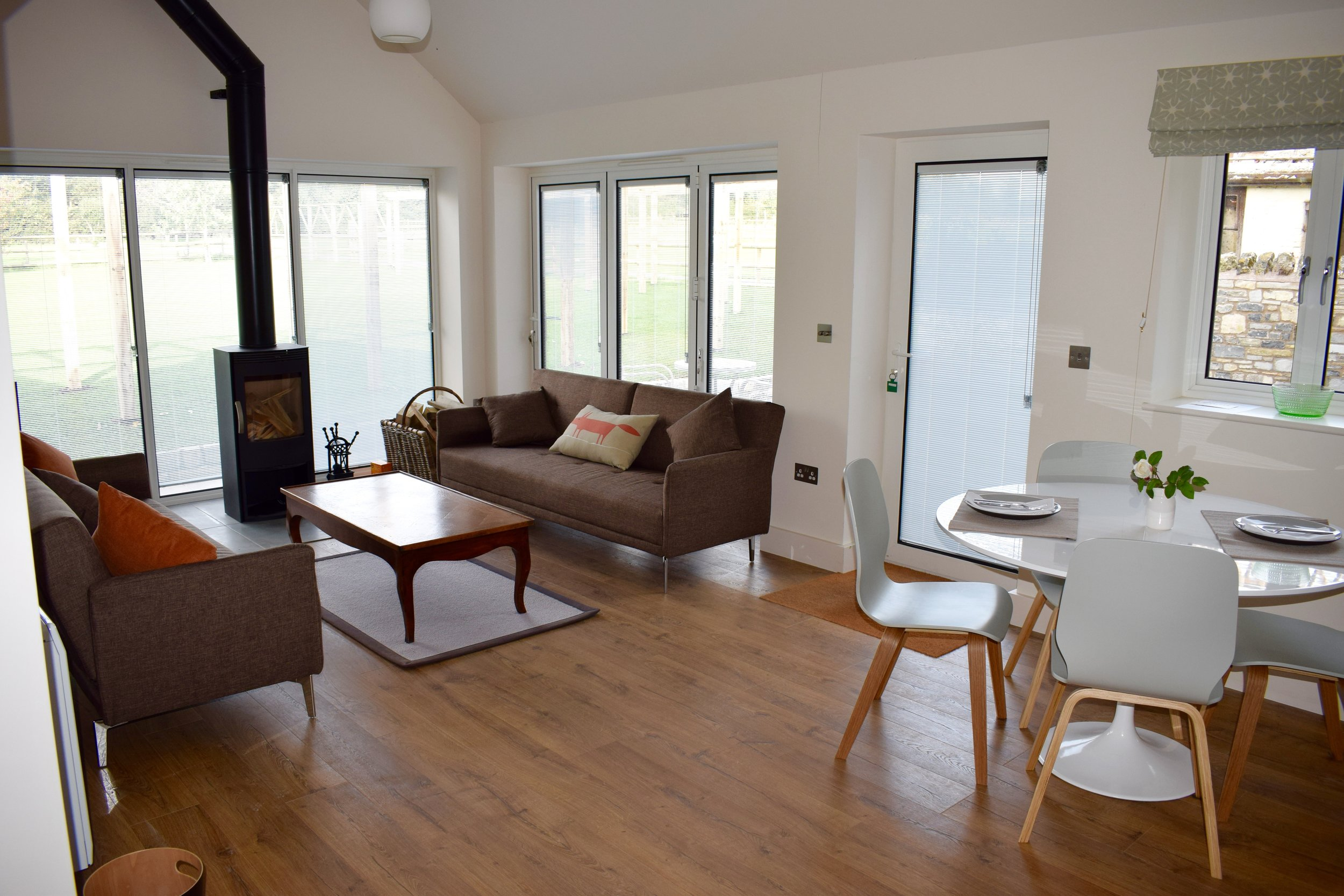 THE DUCK HOUSE - SLEEPS UP TO 4  Features: Two good-sized en-suite bedrooms, outside seating area, kitchen, log burner, wi-fi.