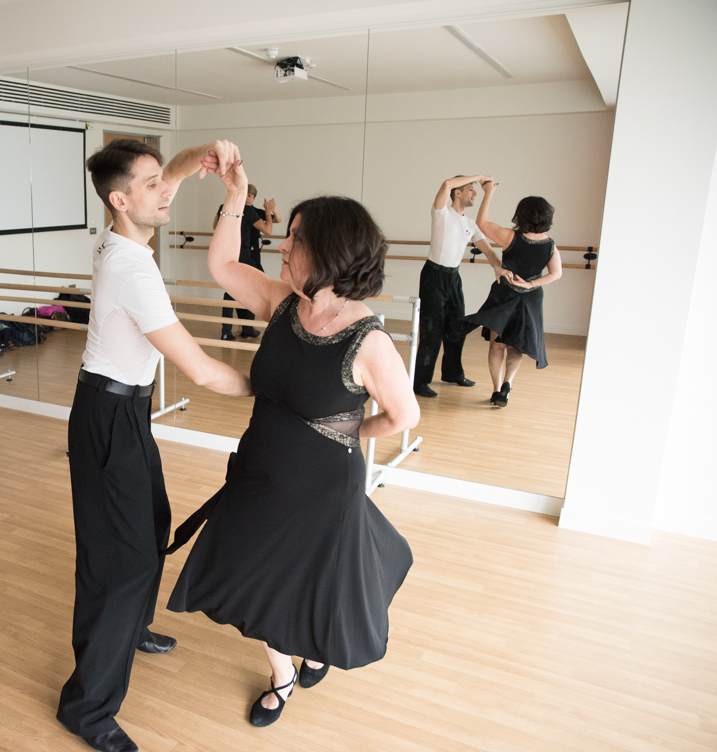 click to find out more about our Salsa course