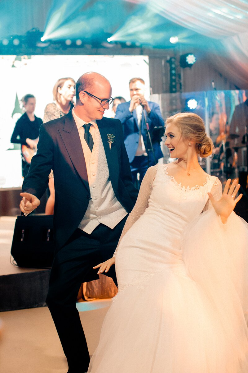 click to find out more about our weding dance lessons