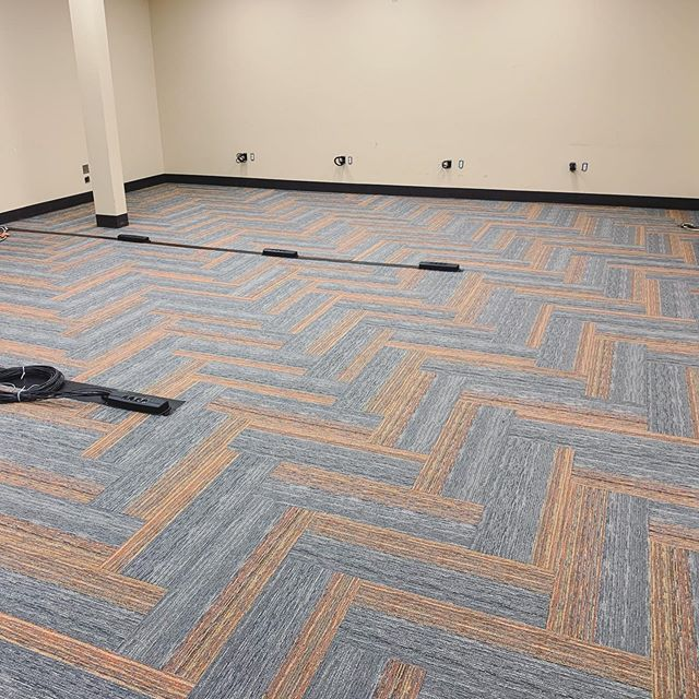 There's just something about a herringbone install 😍 Looking over pictures of our summer college & university projects and this one definitely stands out. Love this @mohawkgroup carpet plank: Style - Seismic Wave, Color - Coastal.