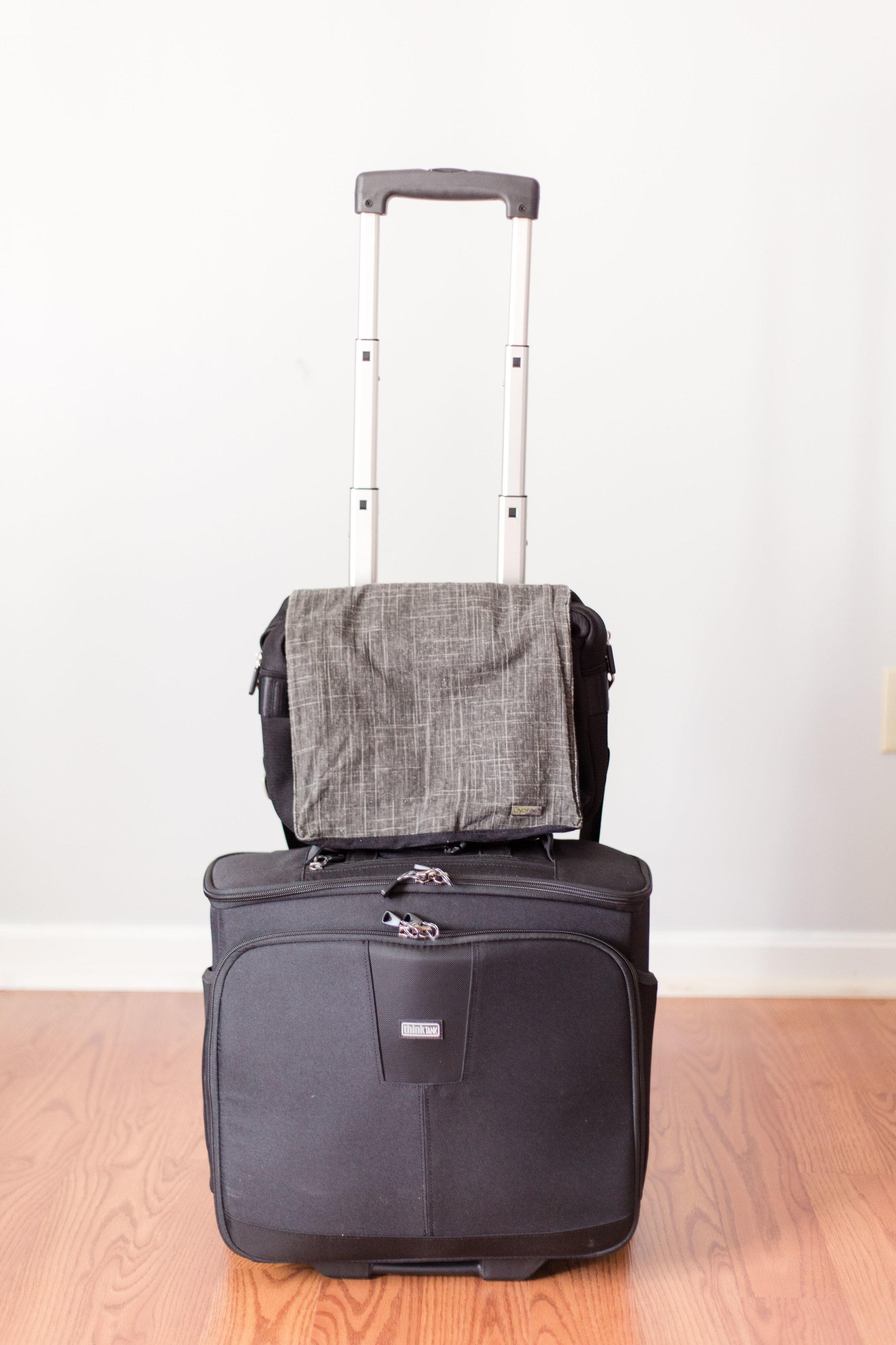 unfind waist shooter on thinktank airport navigator