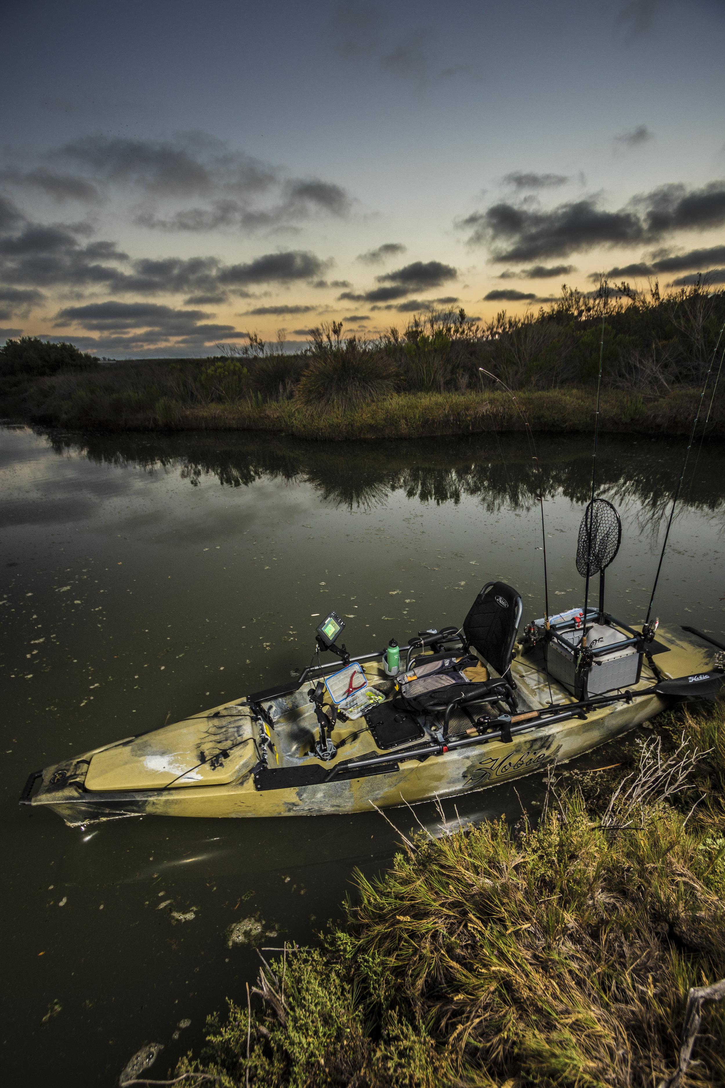 ProAngler14-studio-outdoor-camo-rigged-swamp-vert-8216-full.jpg
