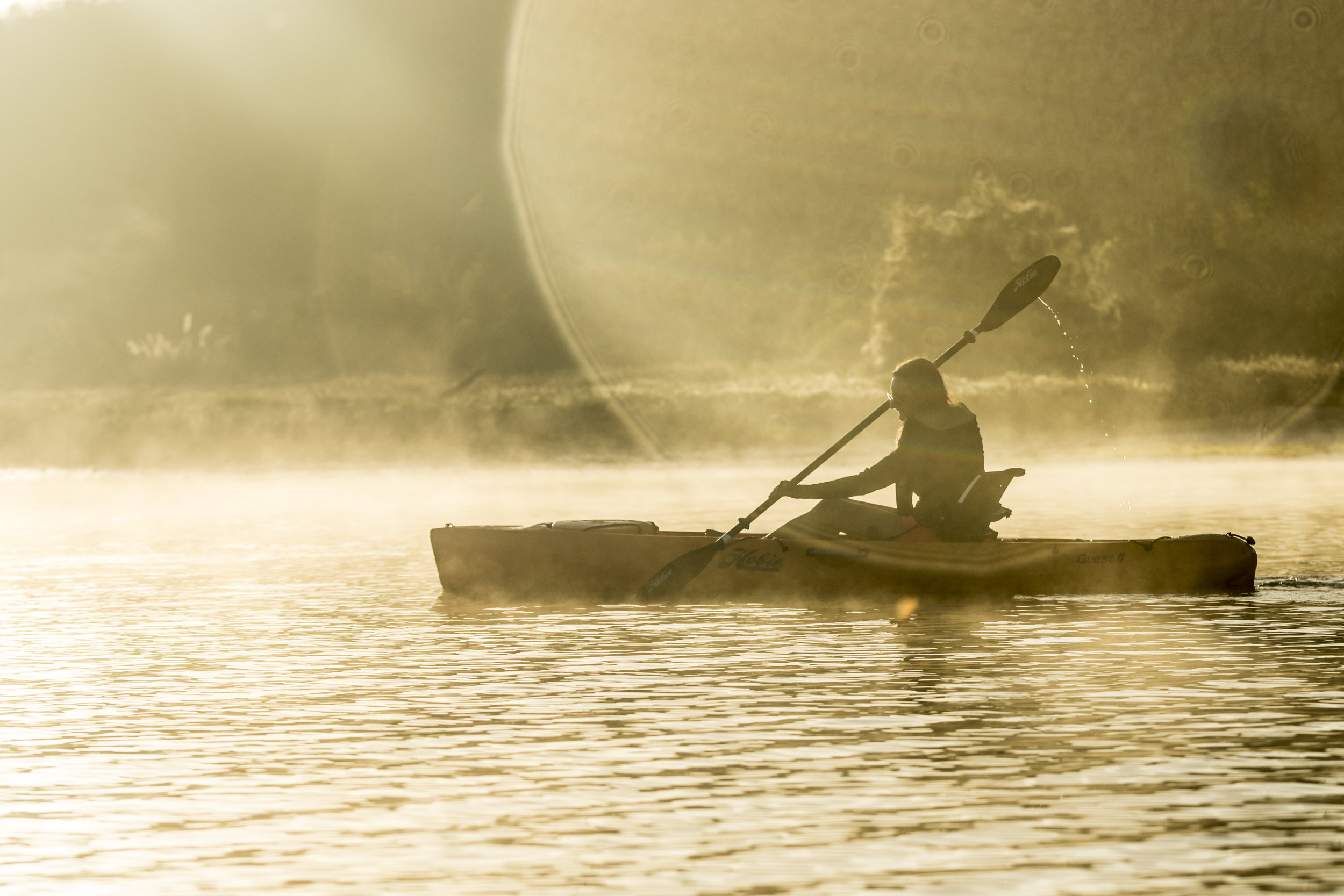 Quest11_action_female_papaya_flare_fog_sunrise.jpg