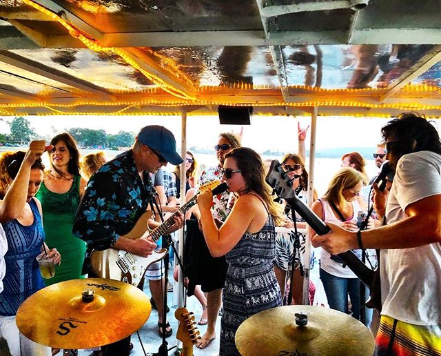 Only a few more days left to reserve your sunset cruise ticket!  We rock the bay THIS SATURDAY! 6-9pm. 🐠🐟🤘🏻🛥 Get on board at www.mangohabaneromusic.com/events . . . #mangohabaneromusic #boozecruise #livemusic #baycruise #sunsetcruise #music #fun #events #listenlocalsd #socalmusic #rock #reggae #funk #jam #original #sandiego #california #oceanbeach #missionbay #cruisesd @cruise_sd