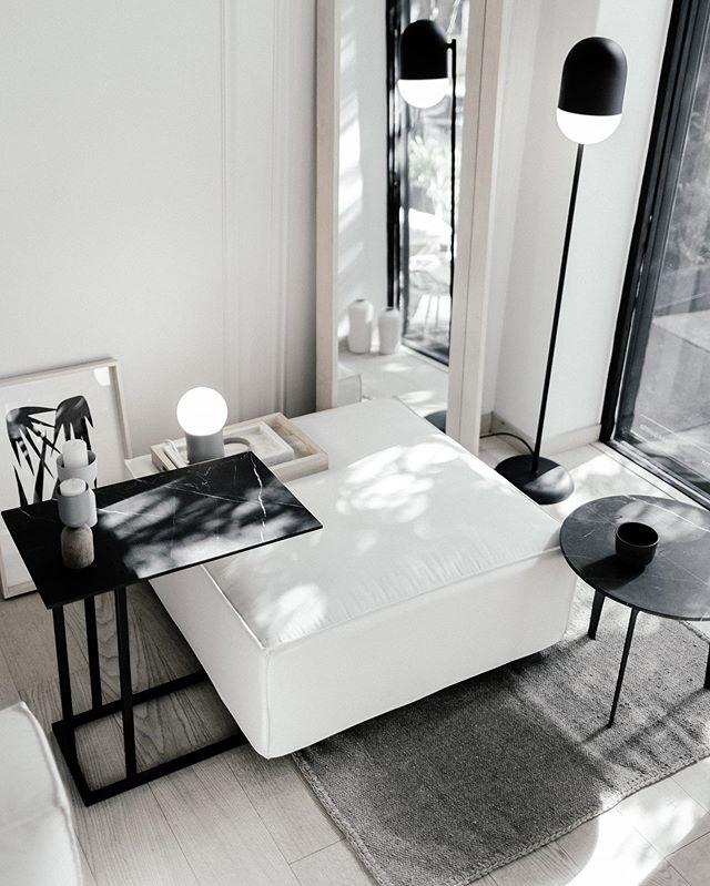 Ottoman Arena, mesas Grapa & Hélice de Cotidiano. Disponibles en @casaquieta . . Fotografía: @maritzalaracaceres  #furnituredesign #mexicandesign #minimalistfurniture #design #minimalistinterior #designinterior #designinspiration #interiordesign #interiorismo #casaquieta #mexico #mexicocity #handmade #minimalisthome #travelanddestinations #destinations #architecture #minimalism #rsa_minimal #artisan #monochrome