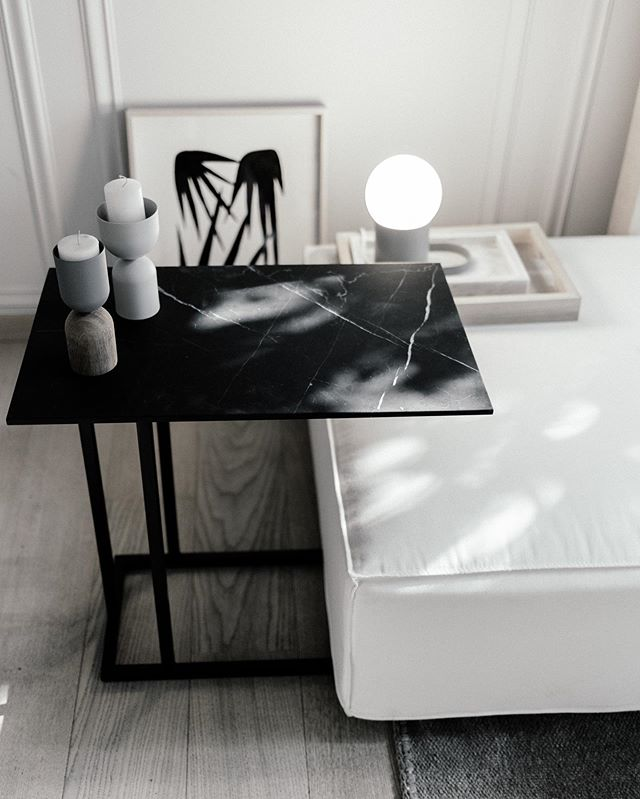 Mesa Grapa & Ottoman de Cotidiano. . . Fotografía: @maritzalaracaceres  #furnituredesign #mexicandesign #minimalistfurniture #design #minimalistinterior #designinterior #designinspiration #interiordesign #interiorismo #casaquieta #mexico #mexicocity #handmade #minimalisthome #travelanddestinations #destinations #architecture #minimalism #rsa_minimal #artisan #monochrome