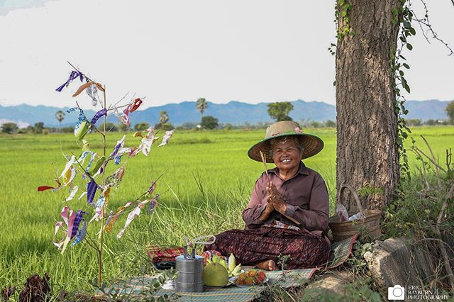 She prays to the rice goddess for a productive growing season and a good harvest. There are few things more integral to Thai life than rice.  #thailand #rice #alltheshots . . . #animism #religion #locallife #farmer #ricepaddy #plantation #villager #prayer #ritual #village #farming #southeastasia #seasia #thai #thailandinsider #ericrayburnphotography #ricefarmer #visitthailand #smile #landofsmiles @thailandinsider @natgeotravel @lonelyplanet @natgeoyourshot