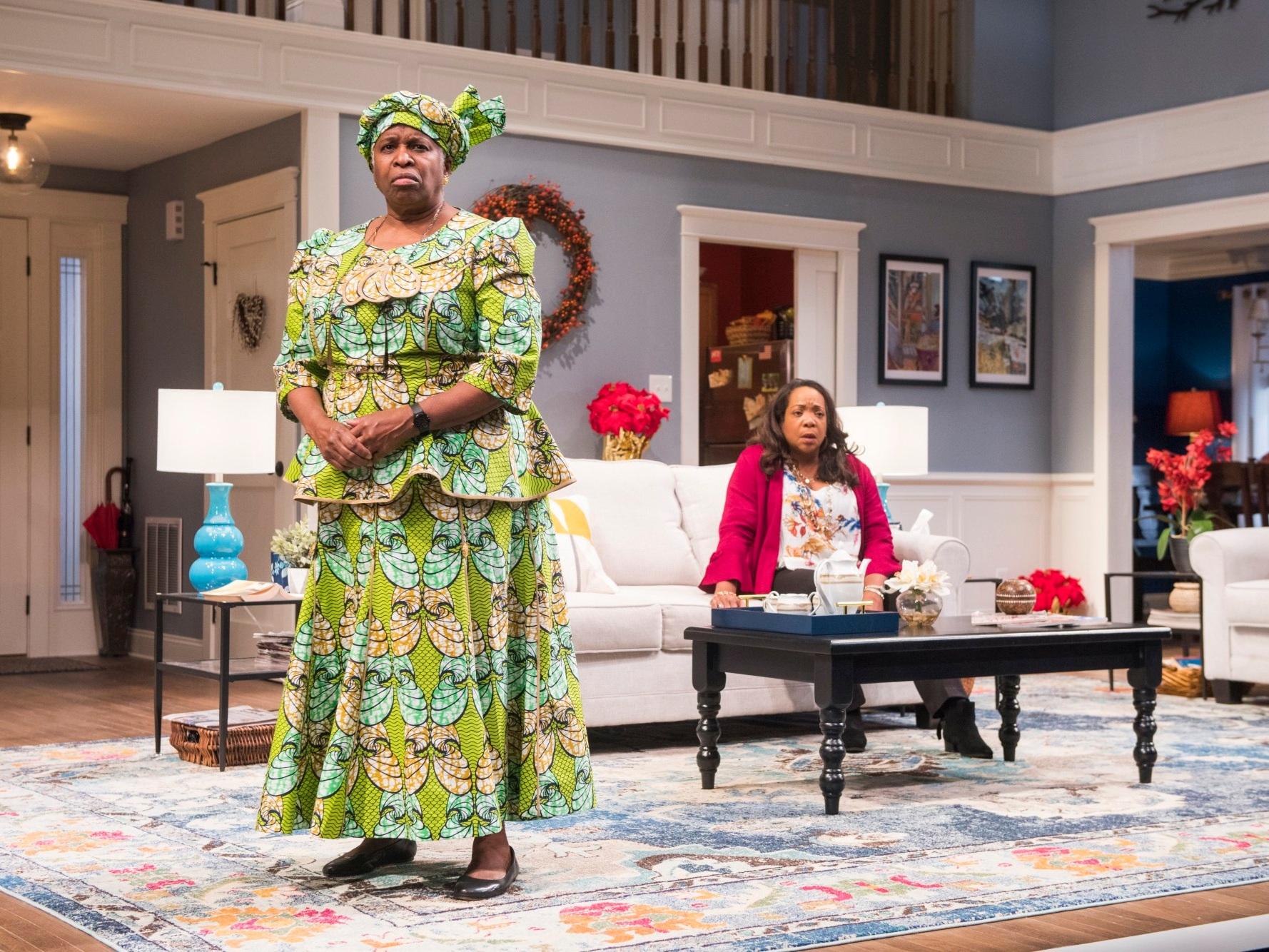 FAMILIAR  Steppenwolf Theatre   Cheryl Lynn Bruce, Jacqueline Williams/Photo: Michael Brosilow